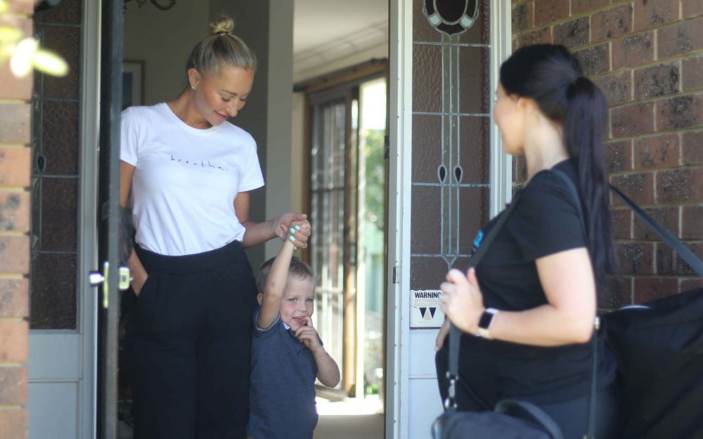 mobile-beauty-consultant-greets-customers-at-home
